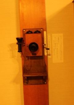 受話器を取ると昭和十一年NHKで放映した晶子の朗詠二十三首が受話器の向こう側から聞こえてくる