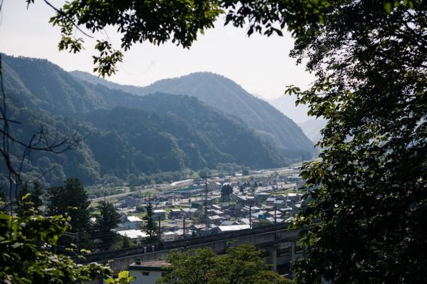 裏山から見渡す湯沢町