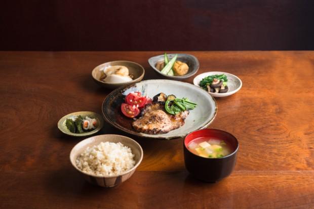 うぶすな定食など、うぶすなの家では食事もできる(Photo by Bungo Kimura)