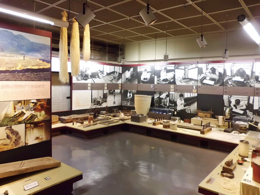 11. 十日町市博物館