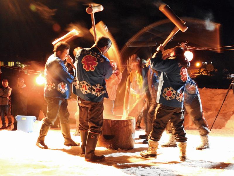 湯の里雪祭り「百八灯」