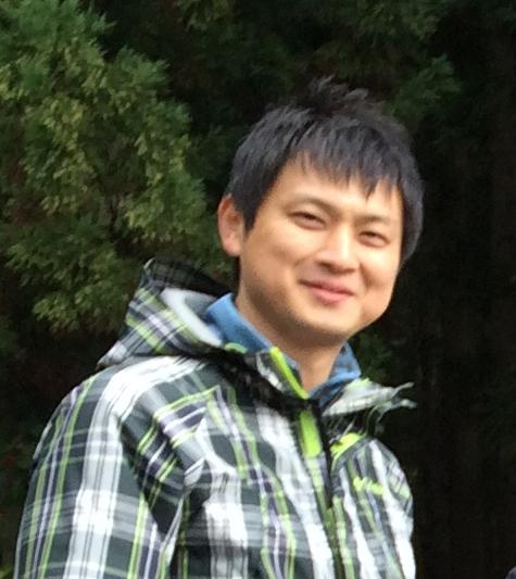 若き山菜名人、ガイドの小野塚さんが優しく説明してくれました